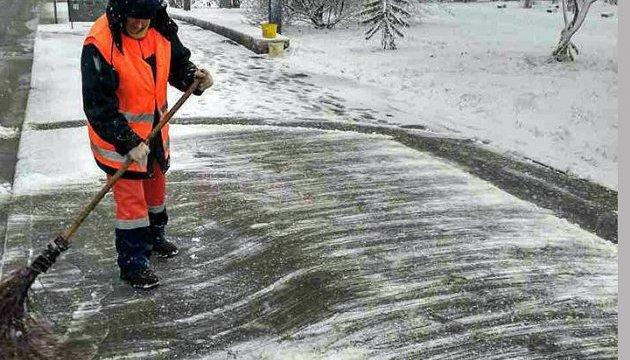 У Херсоні через снігопад одна людина загинула і 29 травмувалися