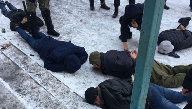 На Вінниччині поліція затримала 20 озброєних рейдерів