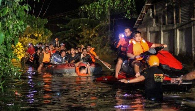 Кількість жертв зсувів і повеней на Філіппінах сягнула 133