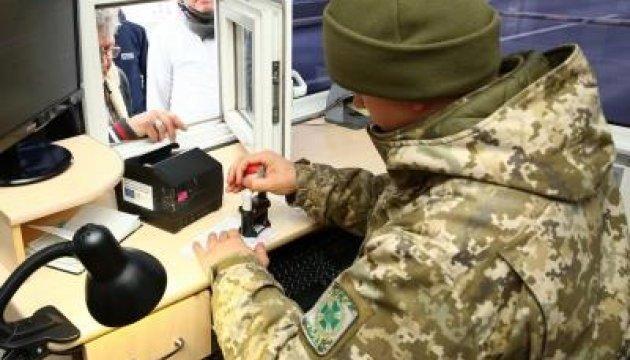 На границе задержали украинца, который ехал в РФ с десятком паспортов