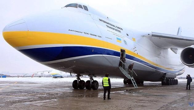 """Flugzeug """"Ruslan"""" transportiert den größten Satelliten von Lockheed Martin"""
