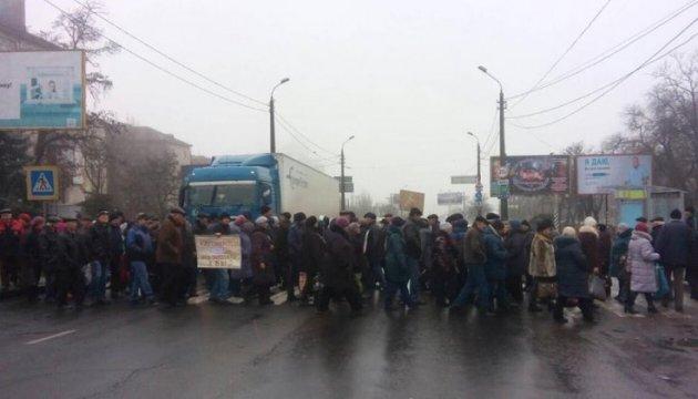 У Миколаєві суднобудівники знову перекрили Південнобузький міст