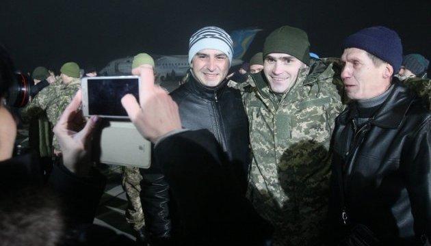 Україні вдалося повернути понад 3 тисячі полонених — Порошенко