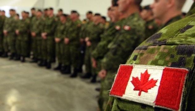 Самолет с канадскими военными не смог приземлиться в Латвии из-за COVID-19