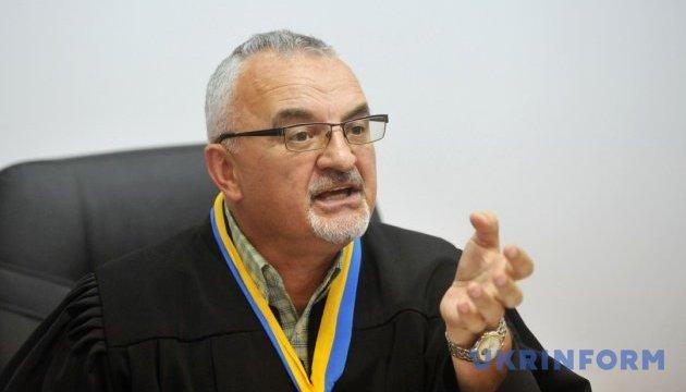 Подал в отставку судья, который дал Крысину условно