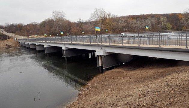 На Донетчине продолжается ремонт большого моста через Северский Донец