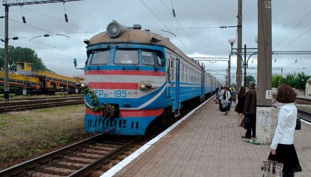 В Черкасской области девочку ударило током, когда она делала селфи на вагоне
