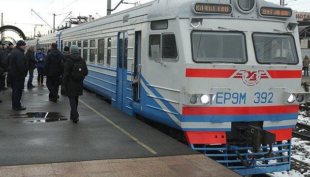 Хто заплатить за пасажирів приміських поїздів?