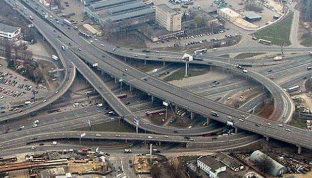 У Києві горять МАФи біля автостанції