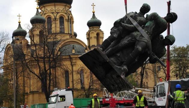 Дуда підписав закон про демонтаж комуністичних пам'ятників до 31 березня