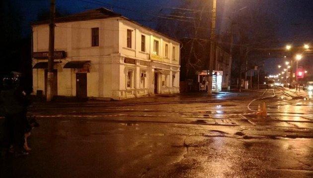 Чоловік з вибухівкою тримає в Укрпошті Харкова 11 заручників, серед них - діти