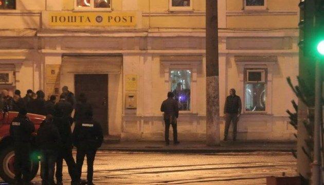 Захоплення Укрпошти у Харкові: чоловіка вже місяць перевіряють на осудність