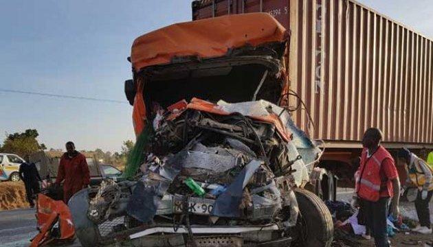 В Кении автобус столкнулся с грузовиком, 36 погибших