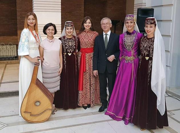 С Послом Украины в Грузии во время дипломатического приема в Тбилиси