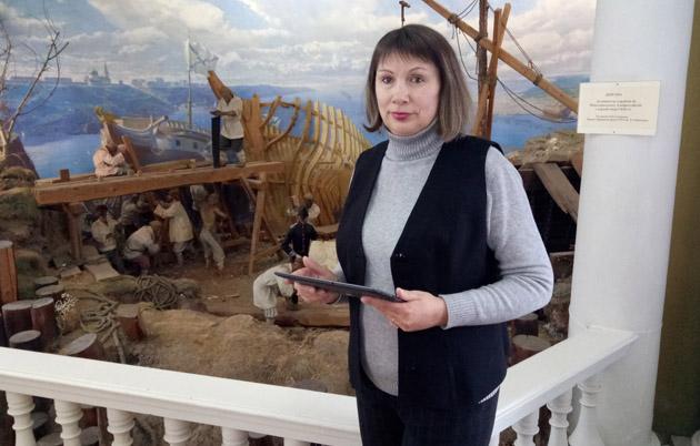 На фото: Селфі на фоні діарами будівництва кораблів.