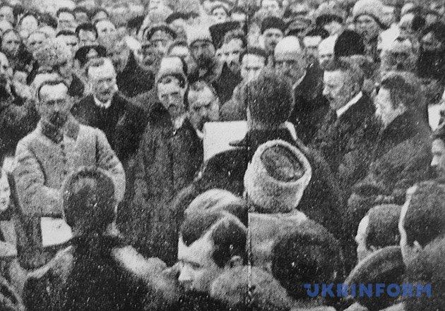 На фото: проголошення Акта Злуки на Софійській площі у Києві