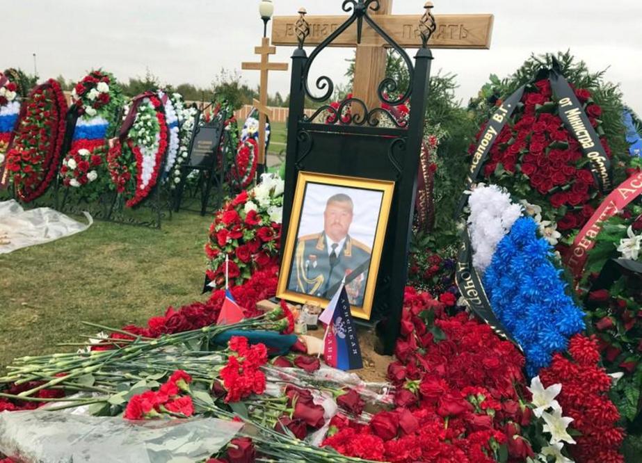 Могила Валерия Асапова в Подмосковье 3 октября 2017 года. REUTERS/Maria Tsvetkova