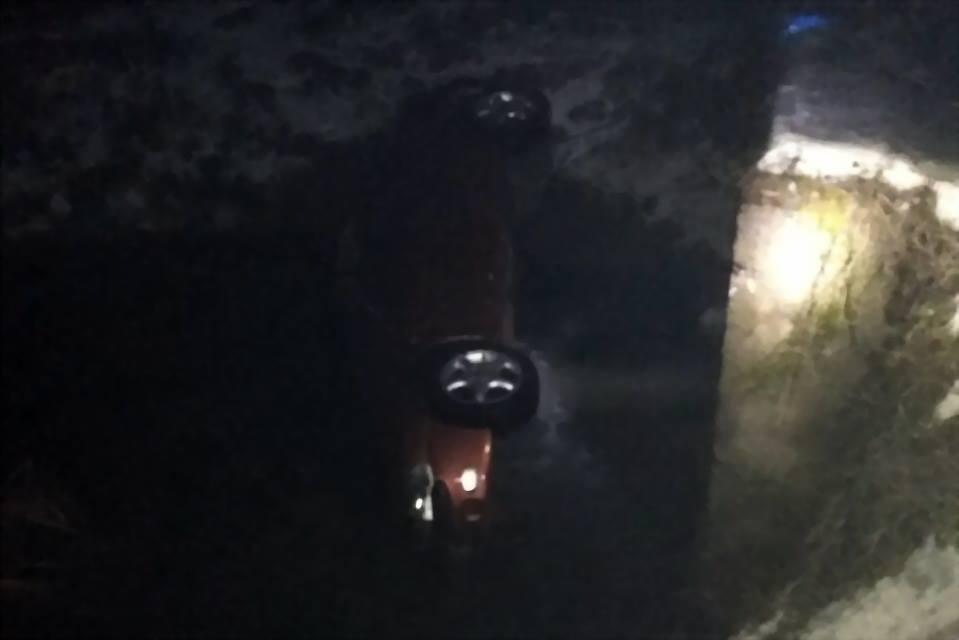 На Закарпатті автомобіль перекинувся в річку Фото ГУ НП Закарпаття