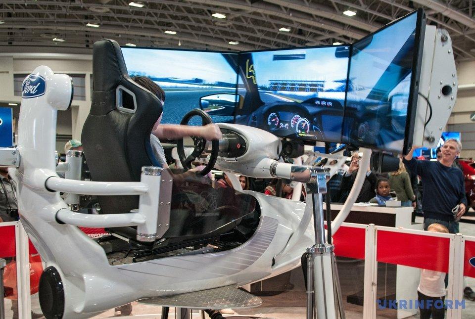 Мальчик в 3D автоcимуляторе от компании Ford
