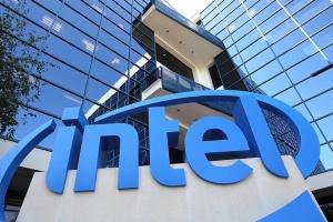 Intel планує виробляти чипи для авто