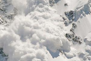 Спасатели предупреждают о лавинах в Карпатах