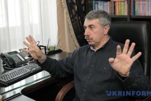 Комаровський просить не розганяти паніку - коронавірус не літає