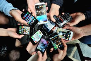 Японським школярам дозволили користуватися смартфонами