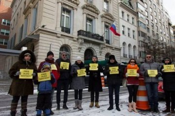 Activists demand to free Oleg Sentsov near Russian consulate in New York