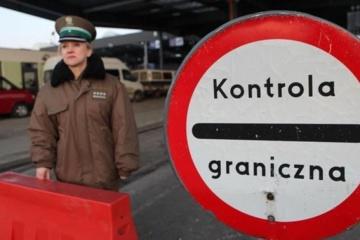 Польські прикордонники не впустили український автобус через пасажира з COVID-19