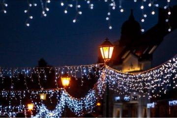 Oujgorod scintille sous des lumières de Noël (photos)