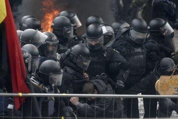Un policía resulta herido tras los enfrentamientos cerca del parlamento ucraniano (Foto)