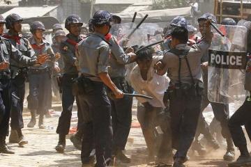 У найбільшому місті М'янми силовики розігнали акцію протесту