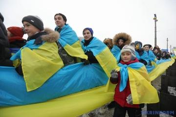 """Понад 40% українців вважають, що країна """"зшивається"""" – КМІС"""
