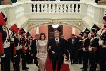 乌总统在马林斯基宫主持召开年度外交招待会