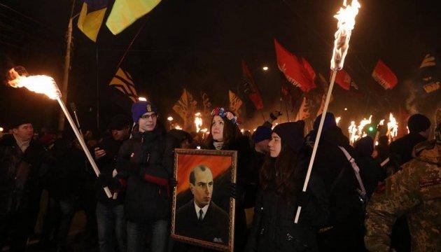 У центрі Києва проходить смолоскипна хода на честь дня народження Бандери
