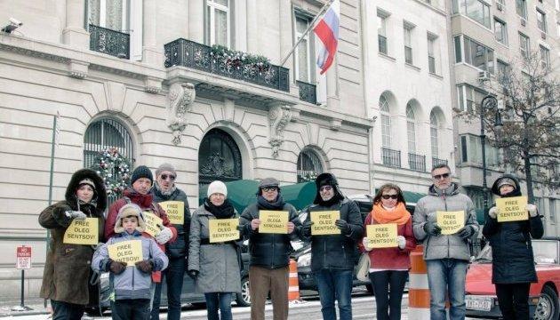 Під російським посольством у Нью-Йорку вимагали звільнити Сенцова