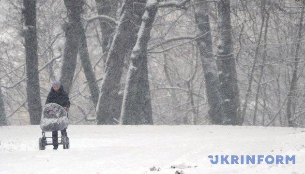 В Україні у понеділок очікують невеликий сніг і до 7° морозу