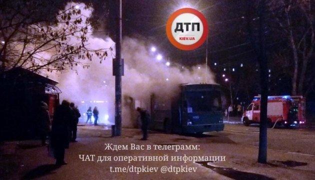 В Киеве горел троллейбус с пассажирами