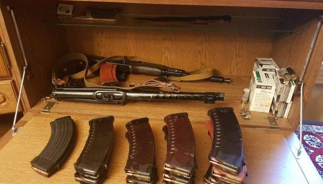СБУ ліквідувала мережу збуту зброї та боєприпасів з АТО