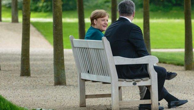 Poroshenko, Merkel to discuss peacekeepers, reform