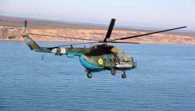 Бойові вертольоти над морем: ефектне відео з навчань