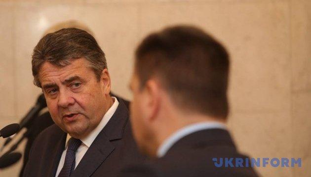 Клімкін і Габріель по-різному оцінюють надання Україні зброї зі США