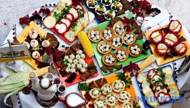 les habitants de loutsk vont organiser un festival de la nourriture saine. Black Bedroom Furniture Sets. Home Design Ideas