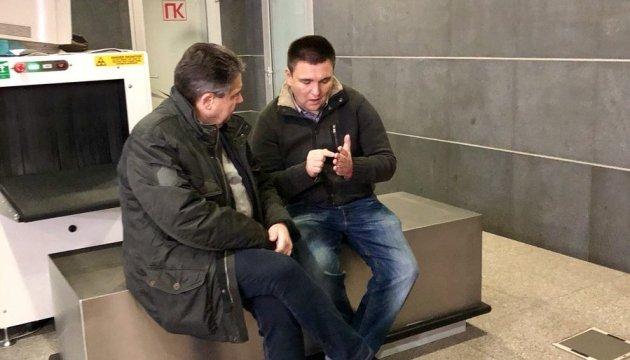 Клімкін і Габріель перенесли спільну поїздку на Донбас через негоду