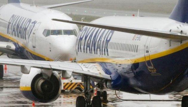Пасажир Ryanair вийшов з літака на крило, бо не хотів довго чекати
