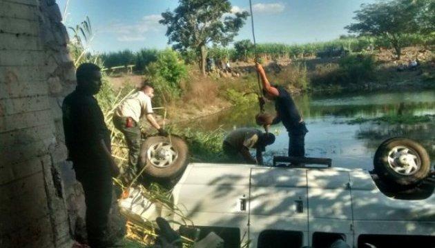 В Мексике автобус упал с моста, не менее 9 погибших