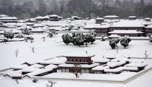 В Китае в результате сильных снегопадов погибли 10 человек