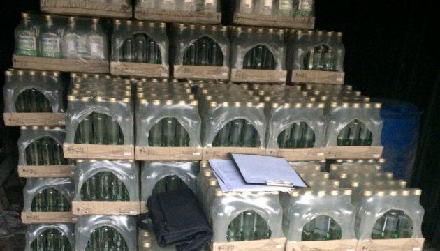 На Закарпатье в гараже обнаружили почти 3 тысячи литров