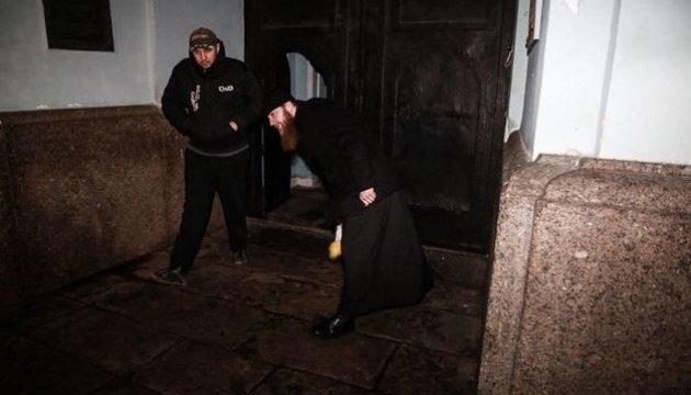 Возле Киево-Печерской лавры журналисту угрожали разбить камеру