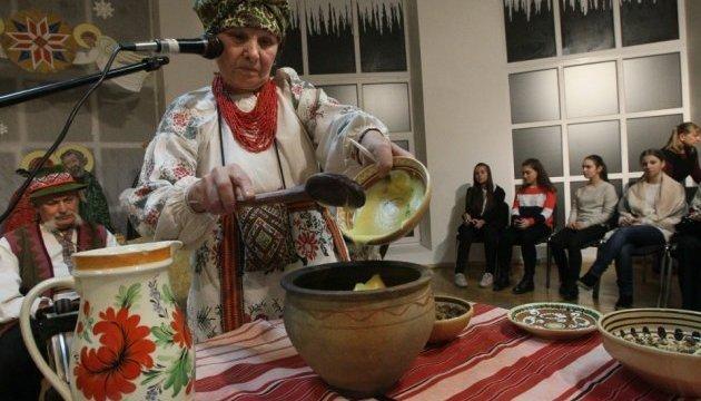 Enseñan a cocinar kutia en Kyiv (Fotos)